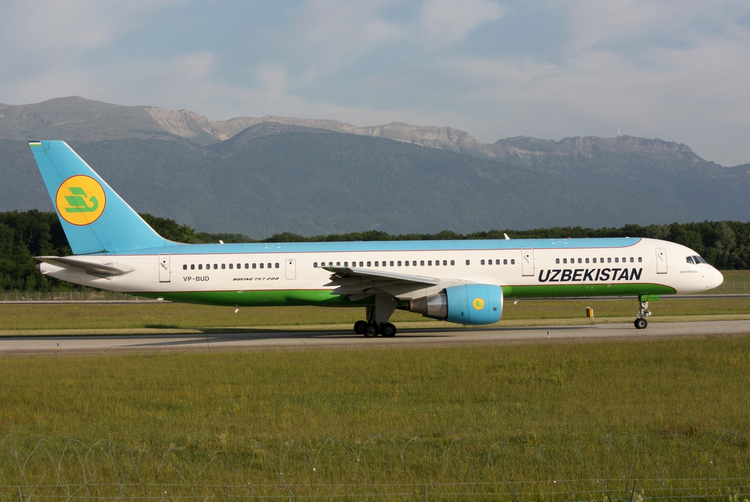 самолет Uzbekistan Airways
